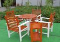 Mesa de comedor de madera y muebles de la silla -