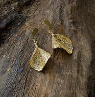 Cerrado Leaf Earring - Twisted shape -